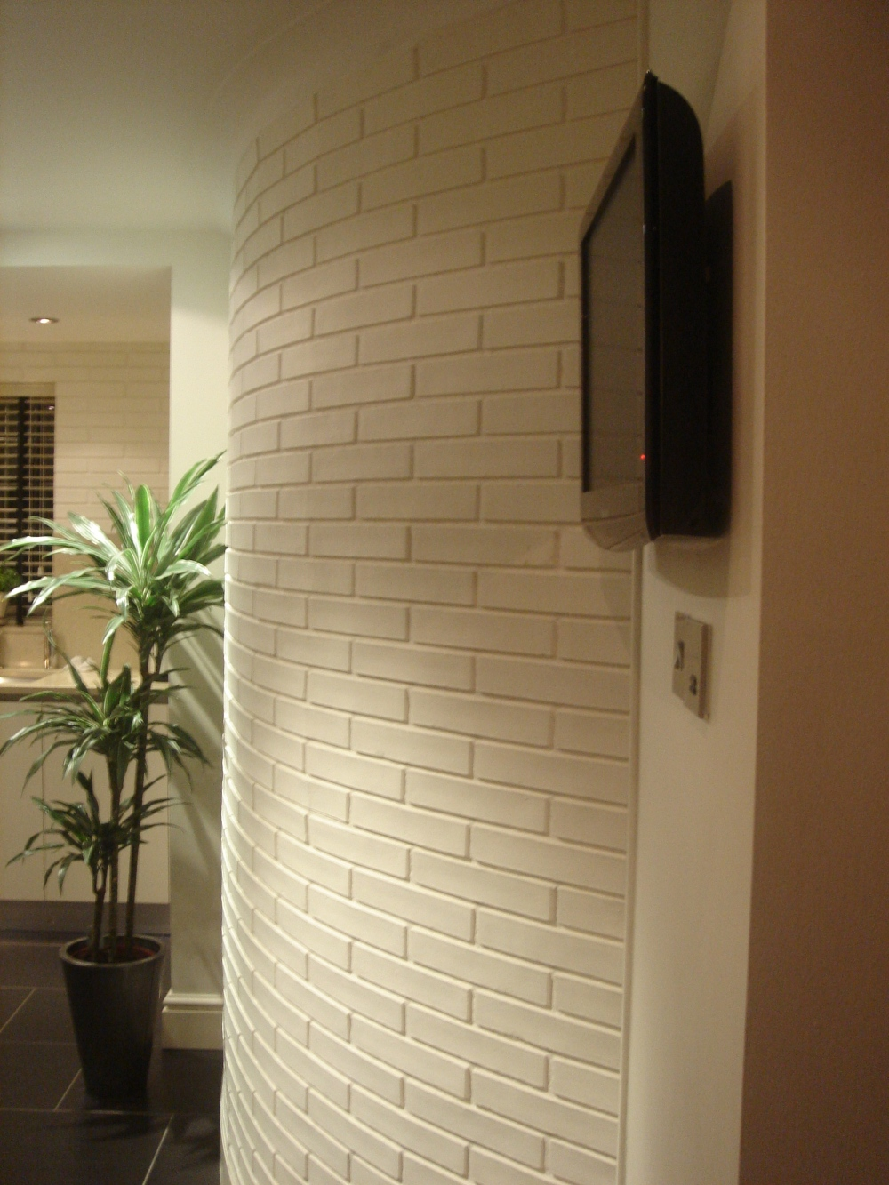 Pictures courtsey of Lynne Tomlinson 'Dreamwall white brick installation'