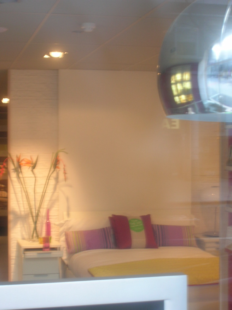Hammond s on tottenham court road dreamwall wallcoverings with a difference for Furniture tottenham court road
