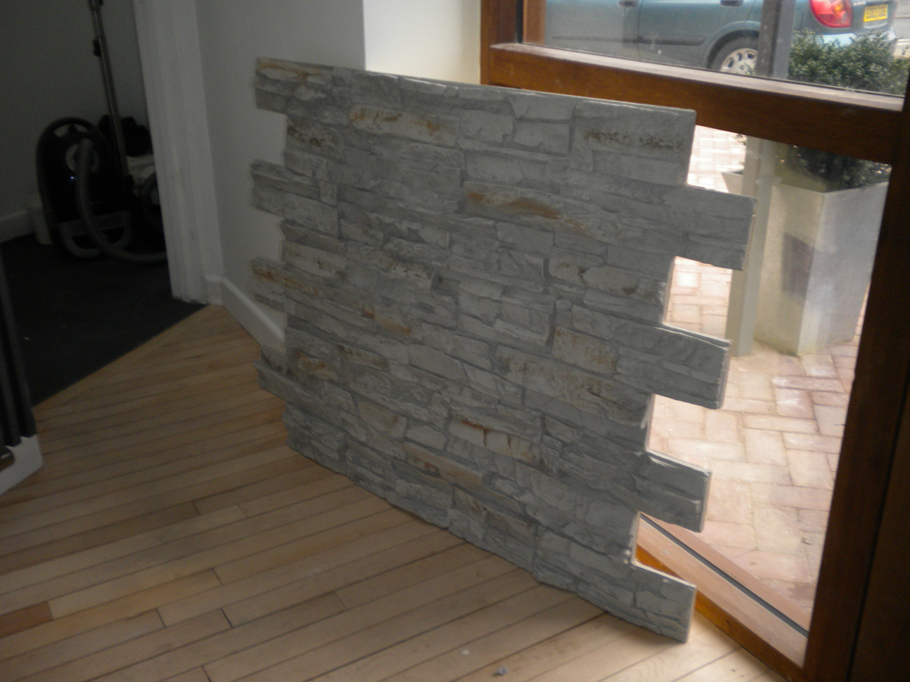 Nicola wilkes home walls slate used in stairwell for Feature wall tile ideas