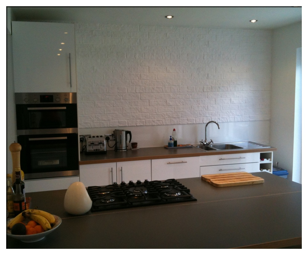 RUSTIC BRICK PAINTED WHITE IN A DOMESTIC KITCHEN PROJECT