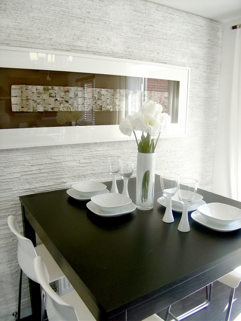PR 371 PREMIER WHITE PANELS USED IN THE BELL WAY HOMES SHOW HOME DINING ROOM